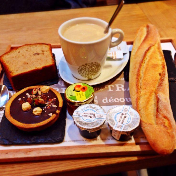 Breakfast. Malongo café. Paris #breakfast #petitdejeuner #coffee #baguette #tartine #bananabread