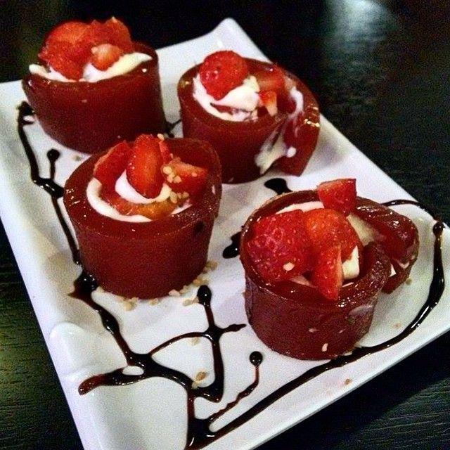 Sushi doce. Sweet sushi. Goiabada. Creamcheese. Morango. Sweet. Strawberry.