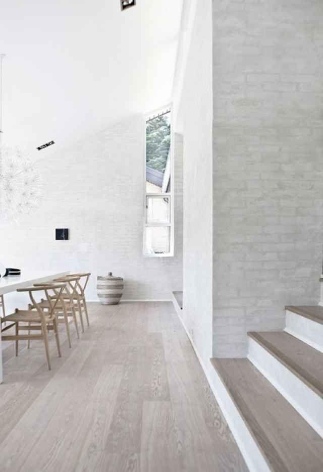 Here we showcase a a collection of perfectly minimal interior design examples for you to use as inspiration.Check out the previous post in the series:36 Examples Of Minimal Interior Design 9.
