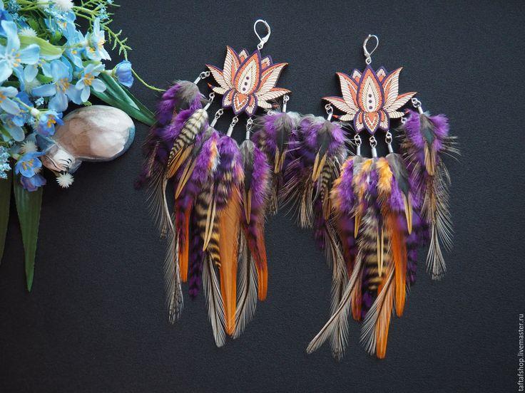 Купить Лотос - яркие фиолетовые серьги с перьями в силе бохо - серьги с перьями