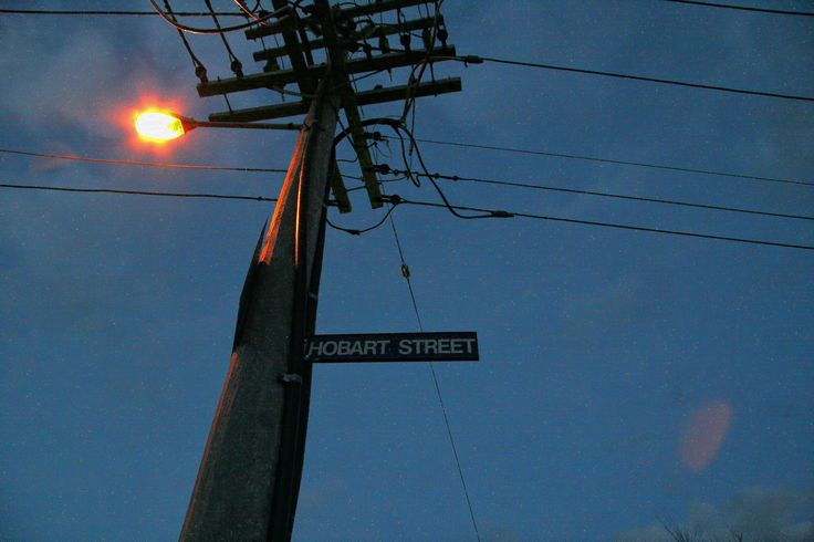 https://flic.kr/p/qJRtsN   퀸스타운에서 바라보는 것 : view from Queenstown 2   세계각지를 돌아다니면서 보게되는 전신주는 언제나 그 지역의 특징이라는 것을 알려주는 것 같습니다. 수세기가 지나면 그냥 유물로 남게되겠지만 여전히 많은 것을 이야기하는 것이 아닐까 합니다.