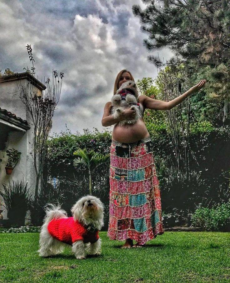 Faltan solo unos días para que Marjorie de Sousa debute como mamá, junto a su compañero sentimental, Julián Gil, y esta vez la actriz enterneció a sus fans con una bella foto en la que presumió de su pancita.