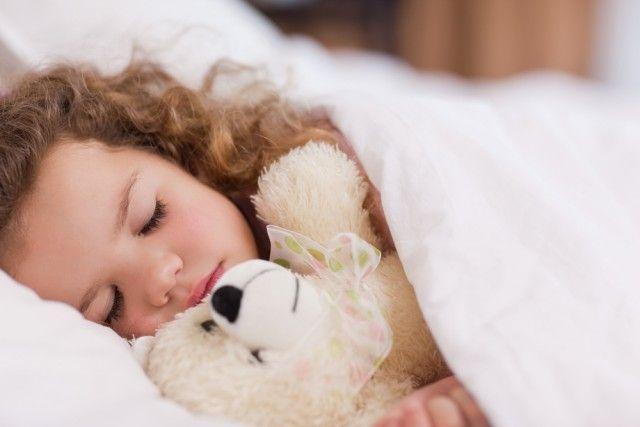 Hoe om kinderen te leren om alleen te slapen: 10 tips