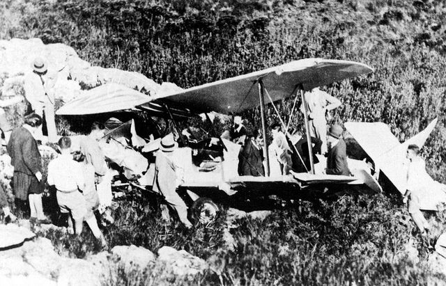 The wreck of the Avro Avian on Table Mountain May 1932| Flickr - Photo Sharing!