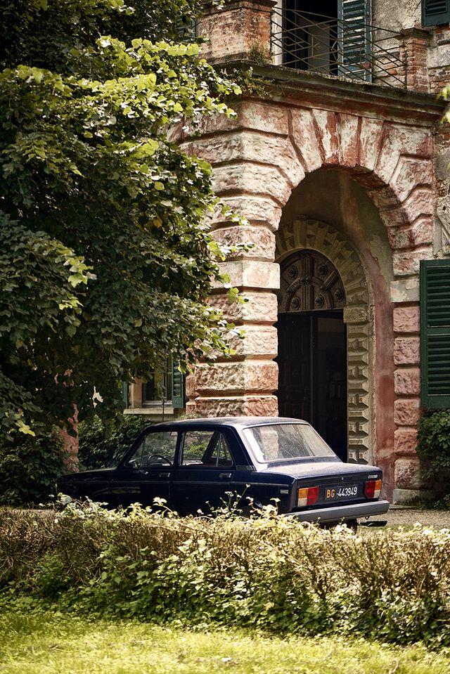 Call me by your name. Film by Luca Guadagnino, 2017 Devant le porche de la maison est garée une Fiat 128, élue voiture de l'année 1970.
