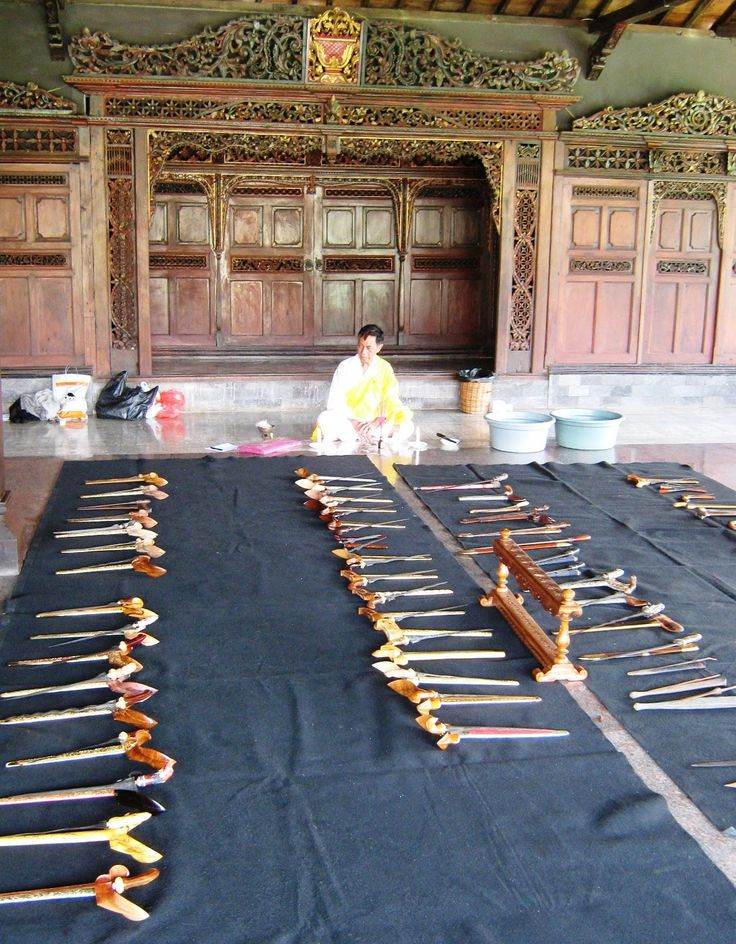 Jamasan Tosan Aji  17 April 2010    Washing, cleaning and care of collections such weapons, dagger, sword, spear, wedung, and all types of weapons from almost all over the archipelago.    Place: Hall Rear  Roemah 7A, the Lebak Bulus in South Jakarta 1/7A