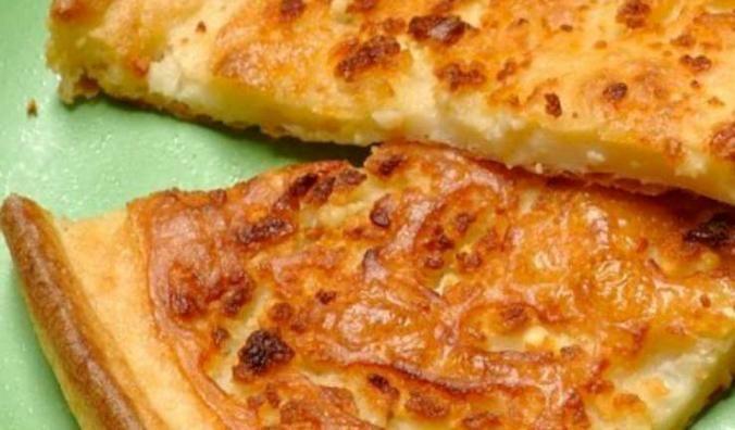 Έχετε σκεφτεί ποια πιάτα θα δοκιμάζατε σε κάποιο ταξίδι σας στην πόλη των Ιωαννίνων; Έχουμε επιλέξει για εσάς και σας προτείνουμε τα παραδοσιακά πιάτα των Ιωαννίνων για να πάρετε μια <γεύση> από την ηπειρώτικη κουζίνα! Ξεκινάμε την αλευρόπιτα ή για ζυμαρόπιτα! Τα υλικά του; αλεύρι, λάδι, αλάτι, αυγά, γάλα, νερό και τυρί φέτα! Απλή και εύκολη συνταγη!