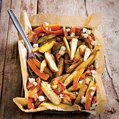Geroosterde pastinaak met wortel en aardappelschijfjes, met spekjes en feta.   Alternatief: bietjes erbij en dan zonder spekjes Alternatief: gepofte kastanjes erbij of cashewnoten honing eroverheen.  Alternatief: gewone en zoete aardappel