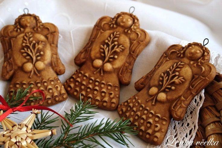 TRADIČNÍ+VYTLAČOVANÝ+PERNÍK+-+andílek+Tyto+perníky+patří+k+tradici+a+vydrží+vám+spoustu+let.+Voní+magickou+vůní,+ve+které+je+krom+nezbytného+koření+i+pár+gramů+víry,+naděje,+vděčnosti,+lásky+a+půvabu+starých+vánočních+tradic.+Těsto+připravuji+dle+staré+receptury+z+doby+císaře+Františka+Josefa+1.+Používám+velmi+kvalitní+tmavý+med+ze+šumavských+lesů....