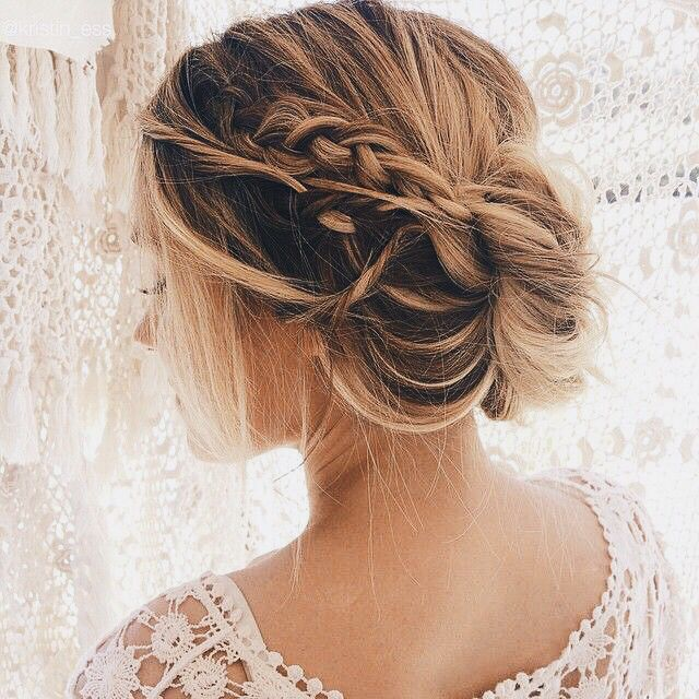Way too pretty of an updo. Looks effortless! #updo #hairstyle #inspiration