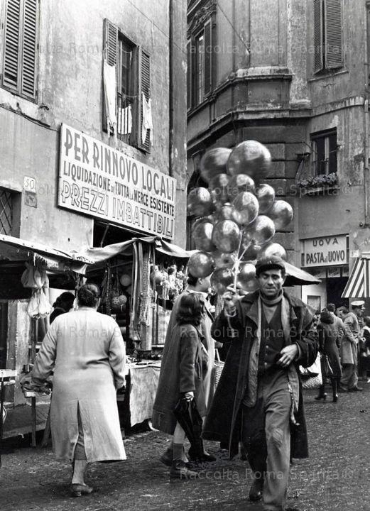 Venditore di palloncini a Campo de' Fiori