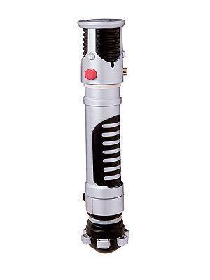 """Lisensoitu Star Wars Obi Wan Kenobi valomiekka. Teleskooppi ominaisuudella ulos tuleva """"laser"""". Valo-ominaisuus kahdella AA paristolla (eivät sisälly pakettiin).  Olkoon Voima Kanssasi #naamiaismaailma"""