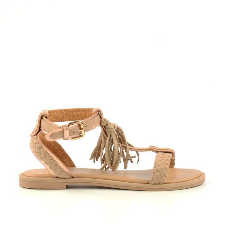 Geef je look een vrolijke twist met deze roze sandalen met zwierige franjes! Deze zomerschoenen uit de