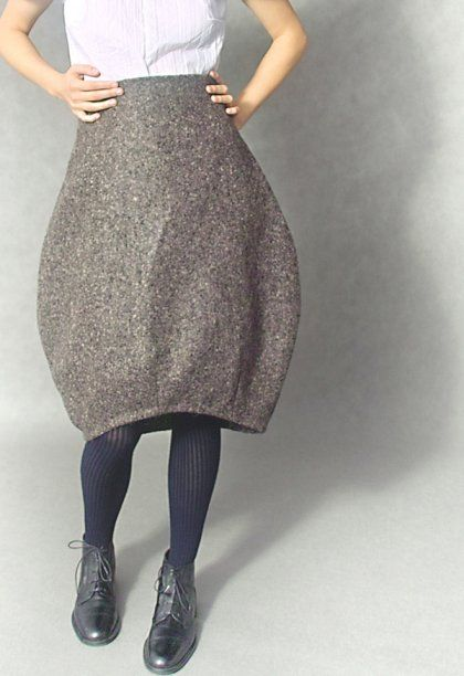 i cannot explain why i adore this so much, but it makes me giggle a little. Love this skirt.