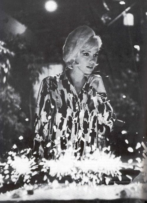 "Monroe. (Marilyn receiving her birthday cake on the set of ""Something's Got to Give,"" June 1, 1962. Sadly, Marilyn died just a little over two months later, making this her last birthday cake.): June 1962, 36Th Birthday, Marilyn Monroe, Happy Birthday, Birthday Parties, Norma Jeans, Marilynmonro Photos, Birthday Marilyn, Birthday Cakes"