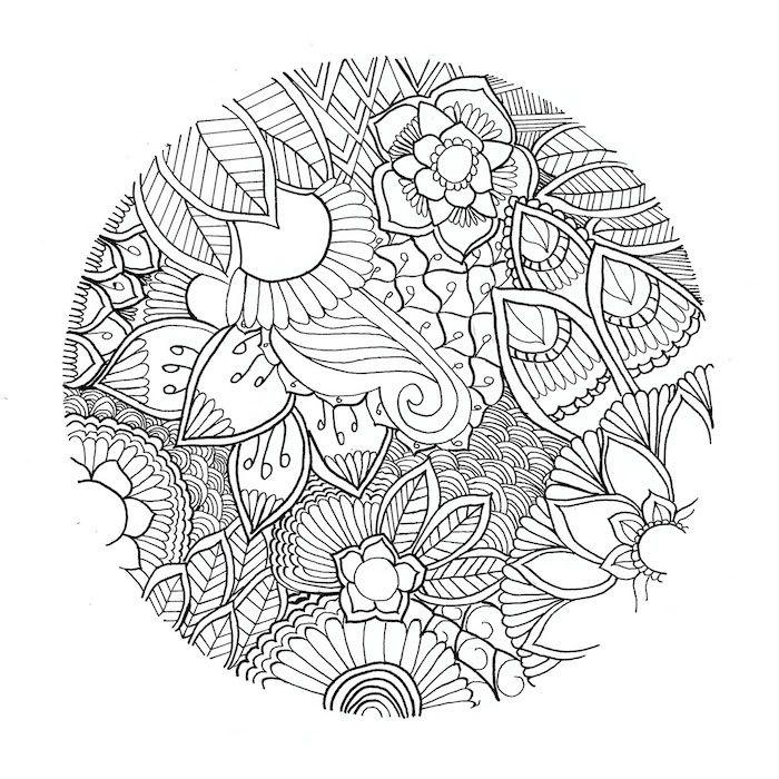 Ein Ausmalbild Mit Einem Grossen Kreis Mit Vielen Kleinen Und Grossen Weissen Blumen Rosen Und Blattern M Mandala Zum Ausdrucken Grafische Muster Mandala Blumen