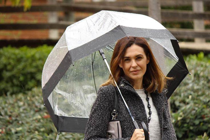 Paraguas y Botas para un Look de Lluvia