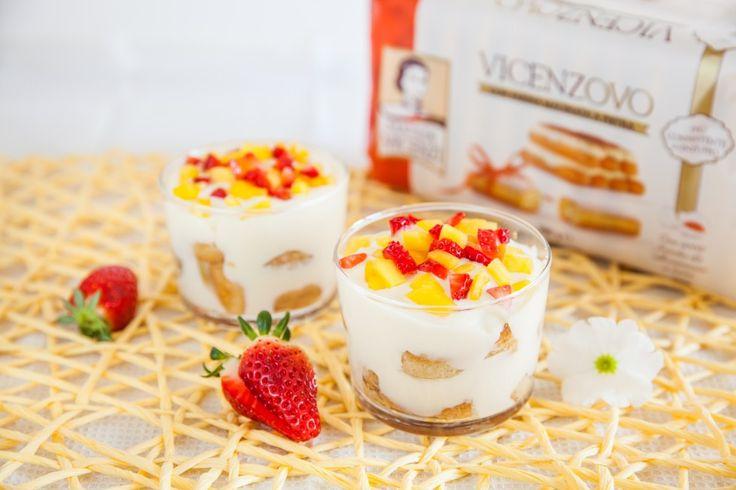 Crema di ricotta con savoiardi, fragole e mango
