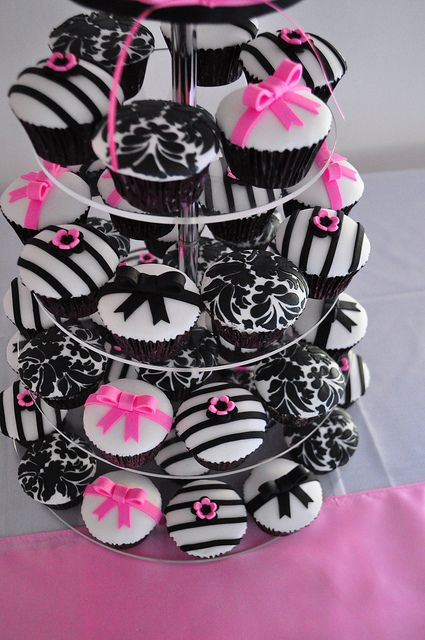 Candy pink, black and white cupcakes by Cupcake Passion (Kate Jewell), via Flickr