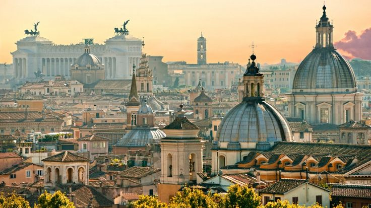 On top of Gianicolo Hill you can't only enjoy the puppet theater. The hill also offers you a magnificent view of Rome.