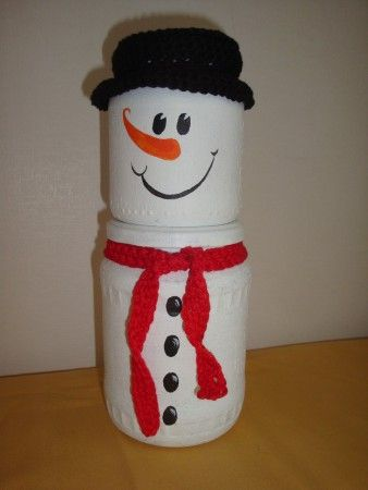 sneeuwman, beschilderde glazen potten en katoen.