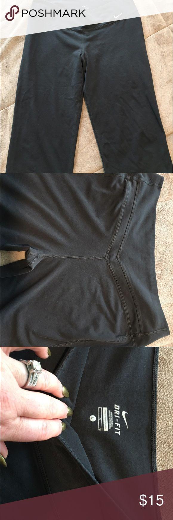 🎉SALE🎉 Nike Capri pants Nike Black dri-fit Capri pants Nike Pants Capris