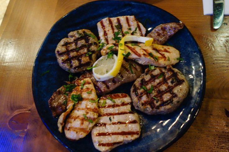 Verschillende vleessoorten in kleine porties.