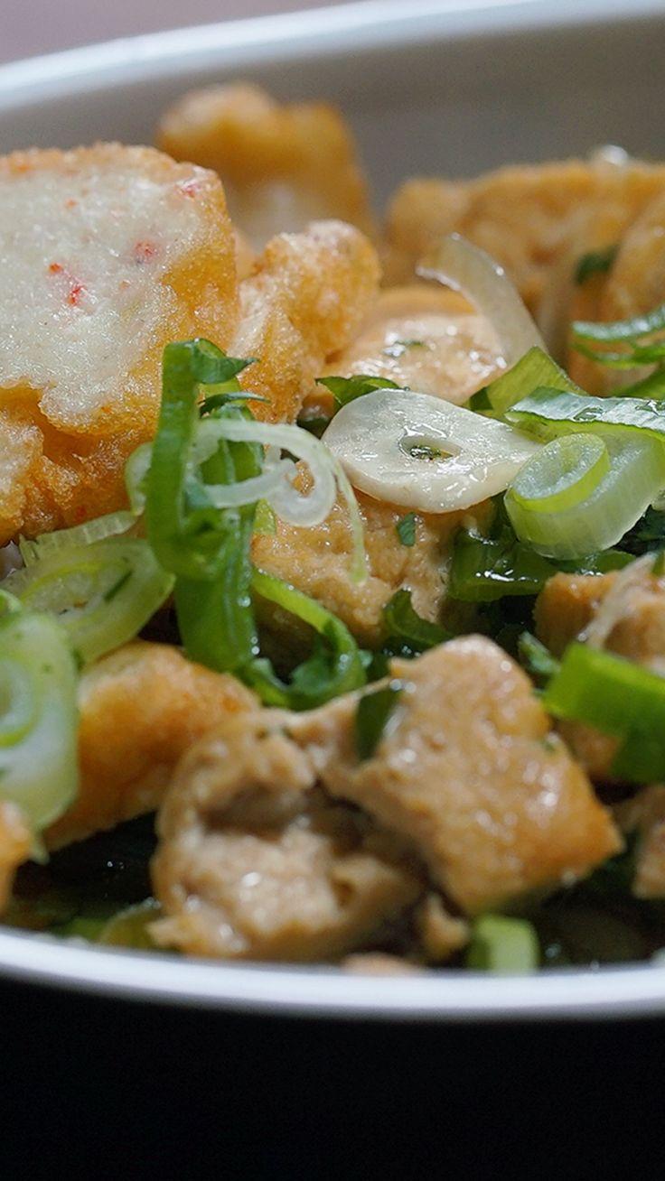 Bakmoy adalah salah satu Chinese Food yang populer di Indonesia. Selain daging ayam, Bakmoy juga biasa di masak dengan daging babi.