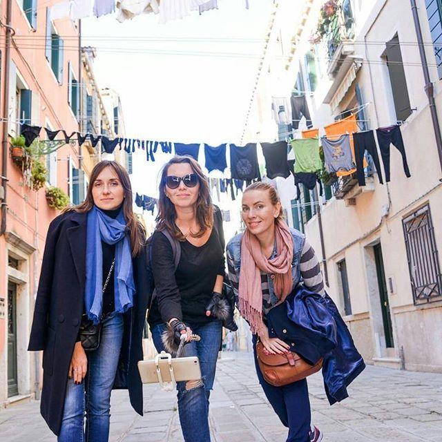Как вы относитесь к белью на итальянских улочках?  Как по мне это невероятно живописно, и туристам нужно бы было приплачивать местным жителям за такие декорации для фото))) но слышала и негативное отношение,  что скажете вы? #горящиетуры #горящиетурыхарьков #Рим  #нашаработа #милан #италия #italia #travel #travelgram #travelgirl #поездкивиталию #турывиталию  #фотодня #фотограф #фотографиталия #фотосессиявиталии #фотографвиталии #фотографмилан #фотографрим #шопингвмилане #шопингвиталии…