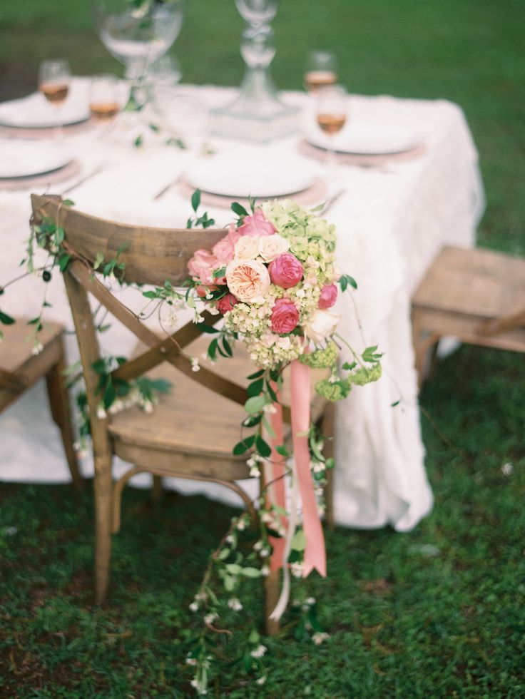 Photography: Ashley Kelemen - ashleykelemen.com | Greenery and Floral Garland Wedding Decoration | fabmood.com #garland #weddingreception #weddingchair