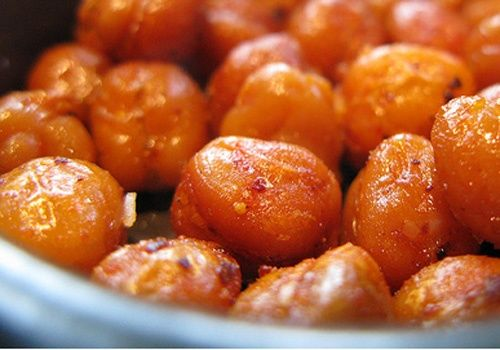 Who needs potato chips and Corn Nuts? Make these roasted spicy chickpeas instead.