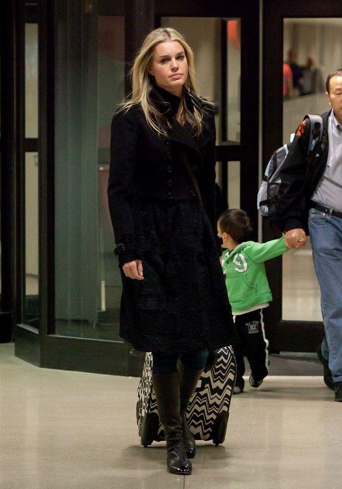 Rebecca Romijn - Romijns late night arrival