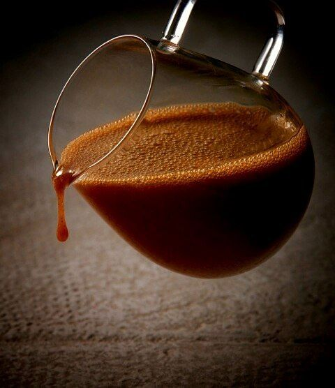 Caramel chaud à la fleur de sel , comme un chocolat chaud. Hot caramel whith fleur de sel, like a hot chocolate #philippeconticini #conticini #pâtisserie #desserts #gateaux #cakes #pastry #sugar #vanilla #fleurdesel #vanille #cream #creamy #caramelized #caramel #hot #hotchocolate