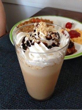 【マジックブレット】簡単カフェモカ♡インスタントコーヒー・砂糖・お湯・牛乳・チョコソース・氷・アーモンド・生クリーム
