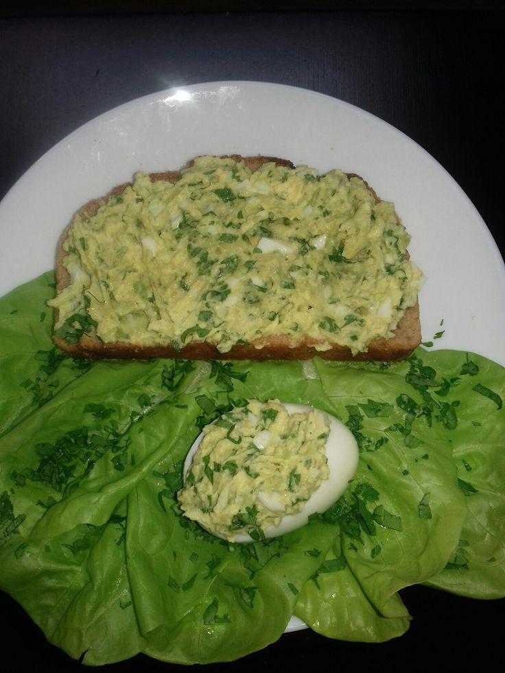 Pasta jajeczna  z awokado i pietruszką  :)