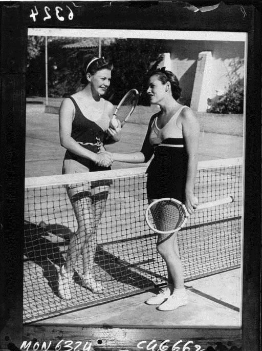 Game of tennis in bathing suits by Acmé, 1932. National Library of France, Public Domain
