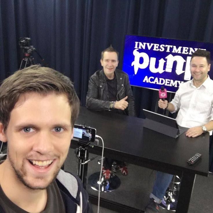 Read all four of his books watched all 106 episodes of the #askthepunkshow and finally got the chance to work with him today. To rewatch the livestream with the @investmentpunk visit @der_brutkasten on facebook. It's 100% worth the time  #investmentpunk #derbrutkasten . . . #digitalisierung  #crypto #unternehmer #marketing #marketingdigital #marketingstrategy #socialmedia #digitalmarketing #marketingtips #business #socialmediamarketing #branding #geraldhörhan #entrepreneur #contentmarketing…