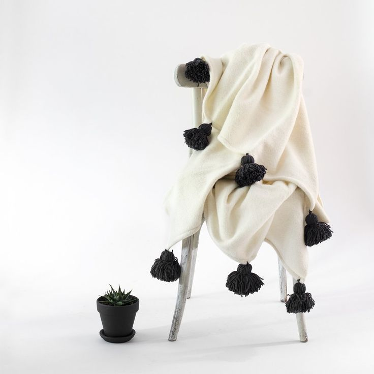 WOOL THROW BLANKET NATURAL WITH POM POMS