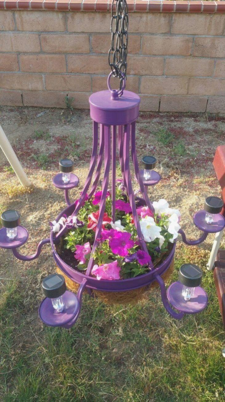 Garten Sind Meist Das Erste Was Eine Person Sieht Wahrend Sie Das Haus Betrat Mag Sein Sagte Erste E In 2020 Solar Light Crafts Cheap Solar Lights Old Chandelier