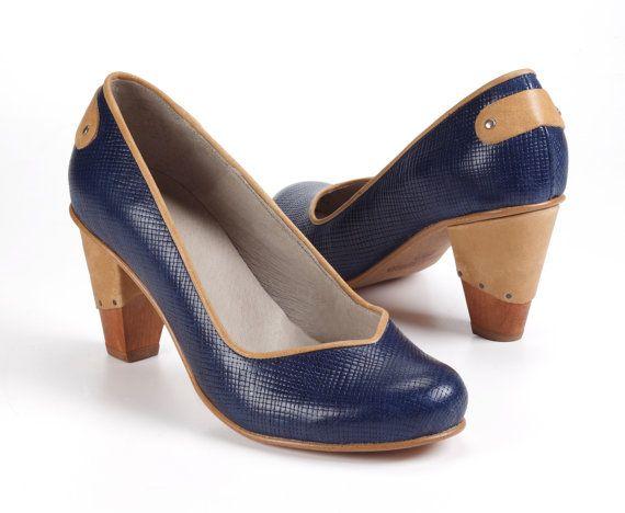 Scarpe in pelle tacco alto blu navy / di EllenRubenBagsShoes