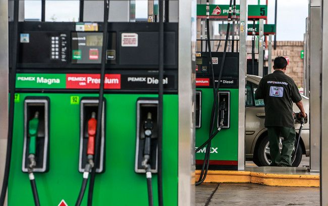 La gasolina sigue subiendo en México y ya supera los 20 pesos por litro  #automoviles #coches #motor #mexico #drive #cars #autos