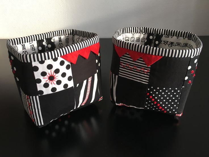 """Dimseposerne er eget design. Modellen er fra bogen """"Håndquiltning og patchwork"""", blot en mindre udgave og med Soft and Stable inden i. Dimseposerne er syet i efteråret 2016 og dekoreret med forskellige sting fra bogen."""