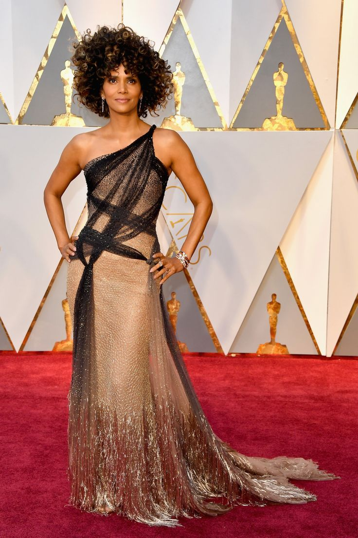 Halle Berry at the 2017 Oscars in Atelier Versace.  I love the asymmetrical black tulle draping on the top half of the dress.  It is angular and sharp in layout, but using such a soft translucent material.  Romantic modern.