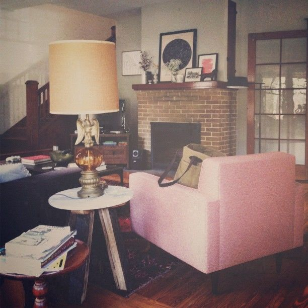 anna bond's home: Fireplaces Mantels, Living Rooms, Bond Annariflebond, Pink Chairs, Anna Rifles Bond, Annariflebond Instagram, Anna Bond, Bond Living, Pink Armchairs