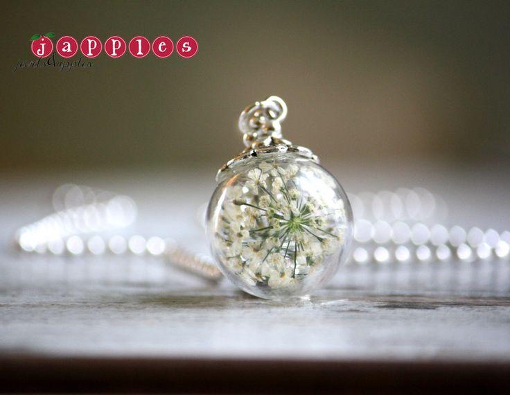 Ohrschmuck - Echte Blüten in Glaskugel Kette weiß - ein Designerstück von japples bei DaWanda