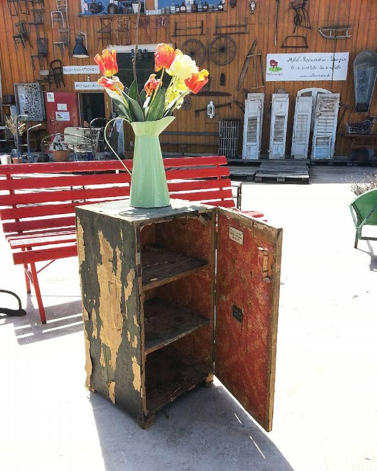 Liebe Grüße aus dem sonnigen Schwarzwald! #antikschwarzwald #antiquitätenkaiser #antiquitäten #schränkchen #blog #wohnartistin #möbellager  #furniture