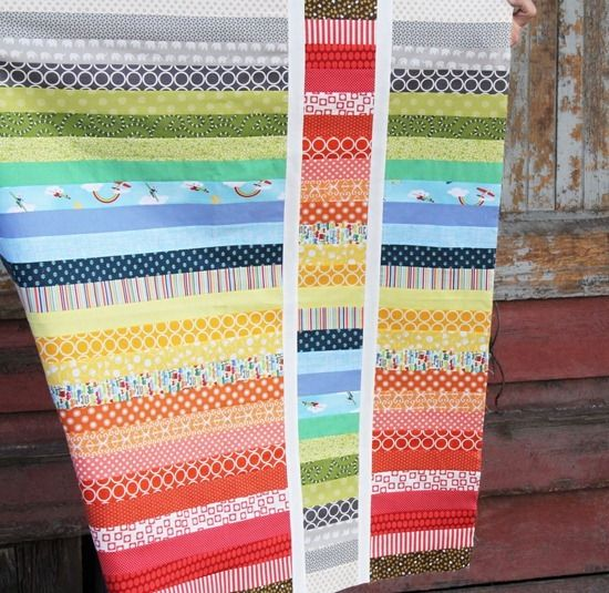 "Simply delightful ""Rainbow Baby"" quilt by Allison Harris of Cluck Cluck Sew.: Rainbow Baby, Babies, Baby Quilts, Rainbows Quilts Baby, Colors Rainbows, Rainbows Baby, Cluck Cluck Sewing, Stripes Quilts, Rainbows Strips"
