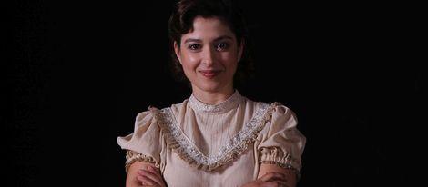 Aída de la Cruz como Candela Mendizábal en 'El Secreto de Puente Viejo' en Antena 3