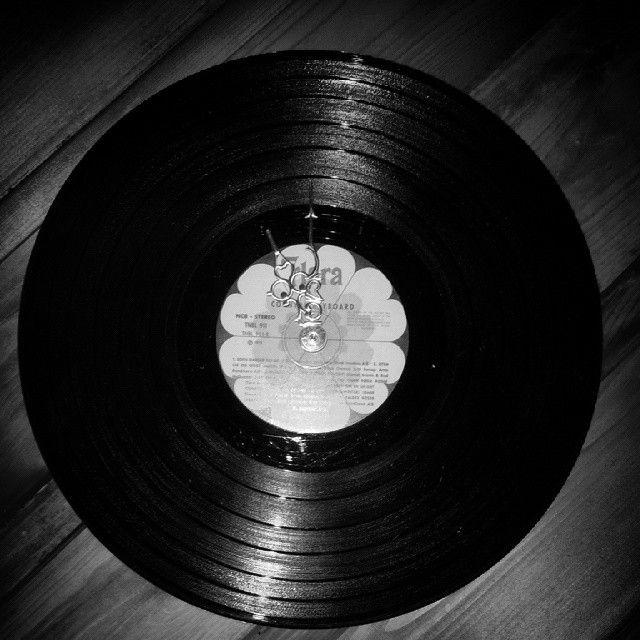Kul klokke laget av min eldste sønn. Watch made of LP record