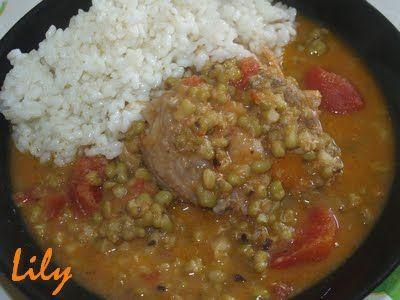 Deliciós Mos: Potaje de Soja Verde con Pollo y Arroz Blanco